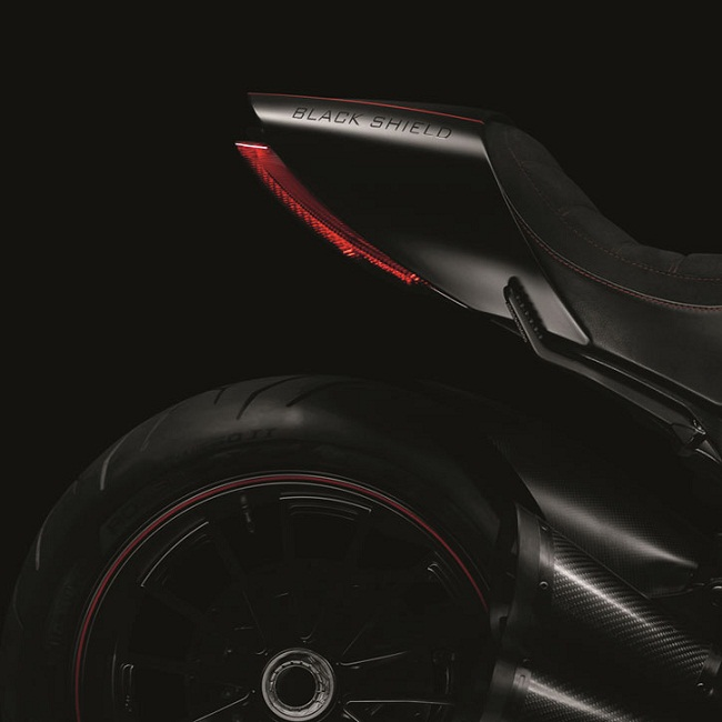 Ducati Diavel Carbon photo